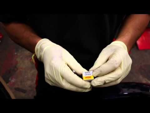 Vespa GTS 125 How to's - Change your spark plug - YouTube