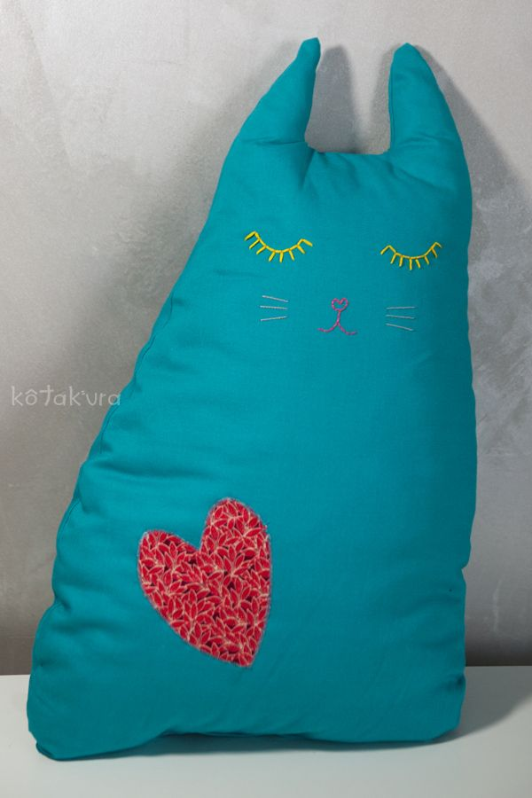 Kotakura - cat pillow