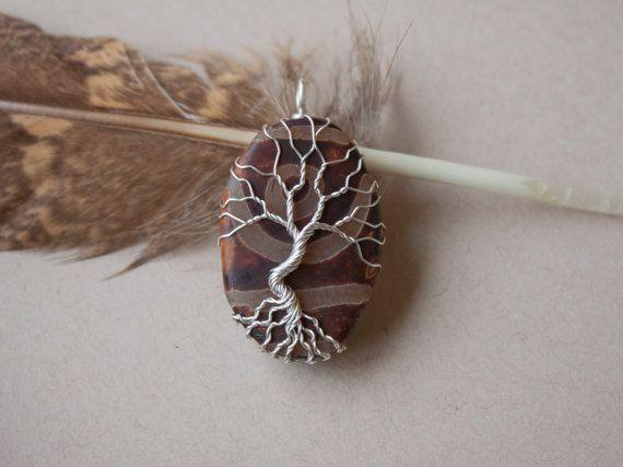 Pendentif arbre sur agate tibétaine dzi par oPetitePlumeo sur Etsy #wirewrap #handmade #beautiful #gemstone #jewelry #pendant #gemstones #necklace #tree #treeoflife #petiteplume #opetiteplumeo #boho #gypsie #bohemian #dzi #agate