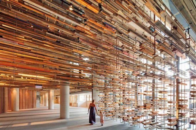 Autorem unikátního geometrického uskupení prken z recyklovaného dřeva je australské studio March