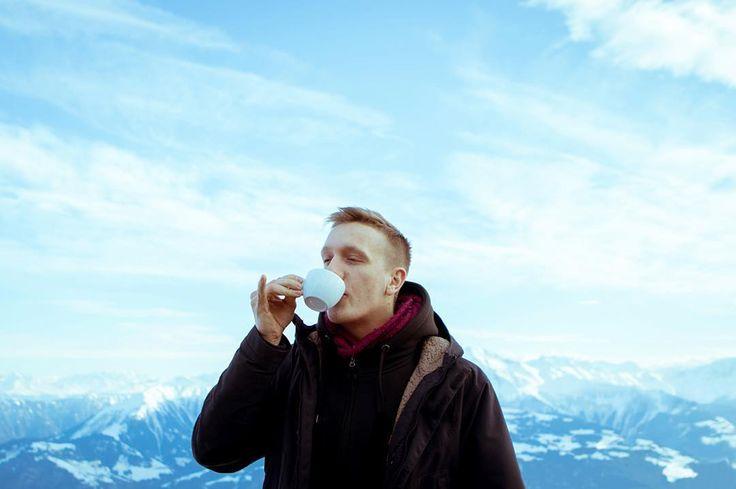 """""""Meinen Kaffee trinke ich am liebsten in 2000m Höhe."""" Felix Brummer 2016  @philipp_gladsome by kraftklub_official"""
