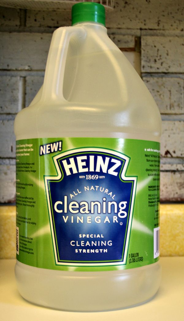 A pinner said: I'm moving out of my apartment and just cleaned my entire place with nothing but a gallon of white vinegar, a small box of baking soda, a little dish detergent, and water. It worked better than any other commercial cleaner, and it worked for EVERYTHING. I'm never cleaning with anything else again- though in the future I'll use scented vinegar