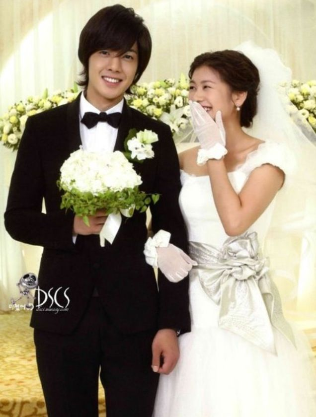 Playful Kiss: She knew what road to take & she is a child who took that road smiling. I was always sad and sorry about her being alone. From today, since a caring and cool groom is going with her, my heart is put at ease and I'm reassured.   E15