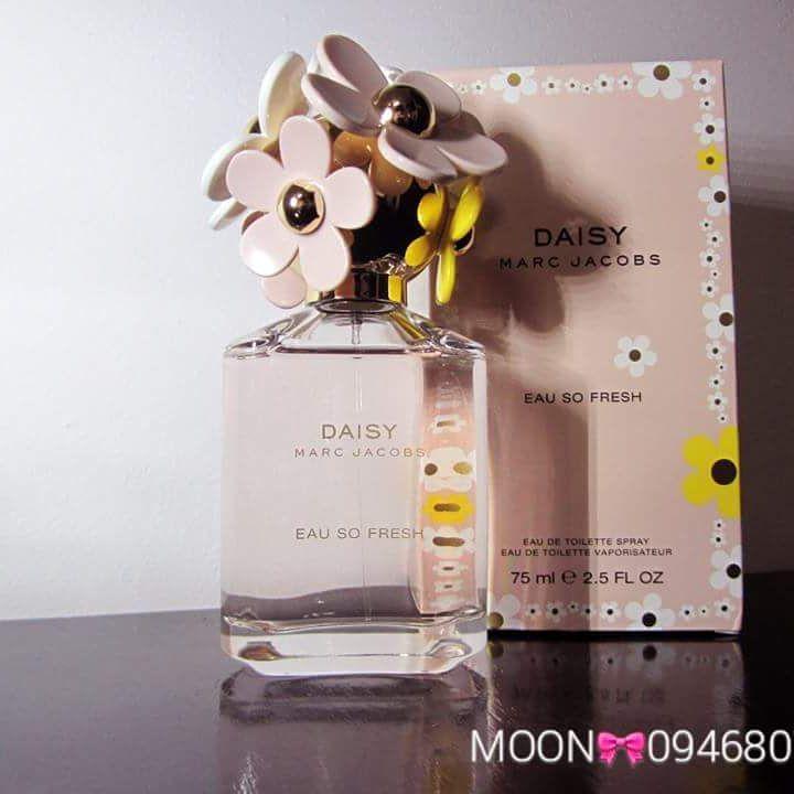 MARC JACOBS DAISY EAU SO FRESH  Xuất xứ Pháp Mùi hương đặc trưng:  hương đầu: bưởi, cỏ lá, mâm xôi, lê  hương giữa: hoa nhài, hoa hồng, violet, hoa tảo  hương cuối: mận, xạ hương, tuyết tùng  MOON CAM KẾT 100%AUTHENTIC, OR MONEY BACK!!! CHECK CODE THOẢI MÁI!!  Vui lòng liên hệ tư vấn/xem hàng trực tiếp/mua hàng:  #0946807486  Mai (fb,zalo,viber) #marcjacobs #daisy #eausofresh #ngotngao #nangdong #hoacucnho #phap #France #moonbeauty