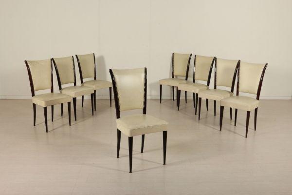Gruppo di otto sedie anni 40-50; legno ebanizzato, imbottitura in espanso, rivestimento in skai. Buone condizioni, presentano piccoli segni di usura, rottura su una gamba.