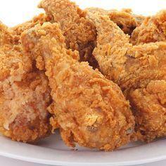 Este receta de pollo frito estilo Kentucky es mi favorita entre todas las recetas de pollo frito. El resultado es un pollo jugoso, aromático y crujiente.