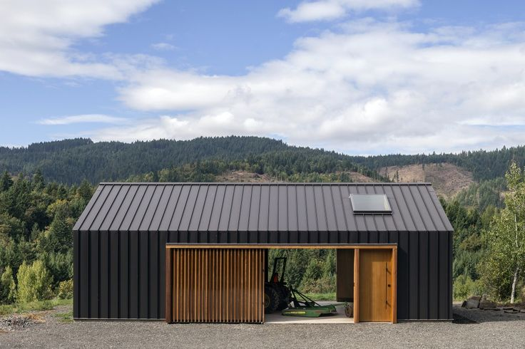 Elk Valley Tractor Shed / FIELDWORK Design & Architecture http://www.archdaily.com/556924/elk-valley-tractor-shed-fieldwork-design-and-architecture/
