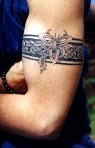 Мужская татуировка оберег в кельтском стиле на предплечье