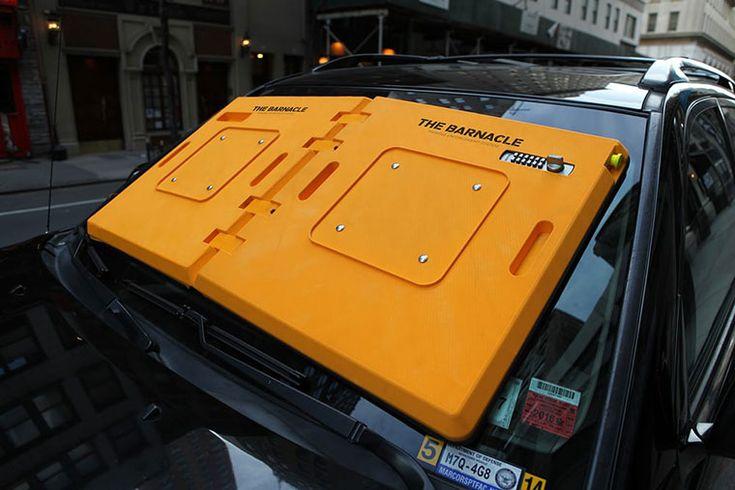 В Нью-Йорке появилась новая система для борьбы с водителями, нарушающими правила парковки. На их лобовые стекла крепится система под названием The Barnacle, которую невозможно снять, не оплатив штраф.