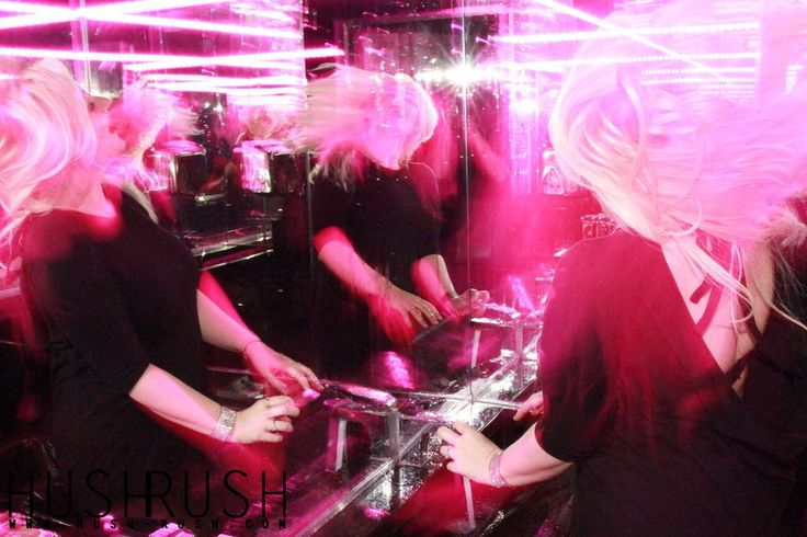 ALTERNATIVE #alternative #fotografia #woman #kobieta #mirror #lustro #pink #rozowy #club #klub #photooftheday #follow #hushrushphoto #hushrush www.hush-rush.com