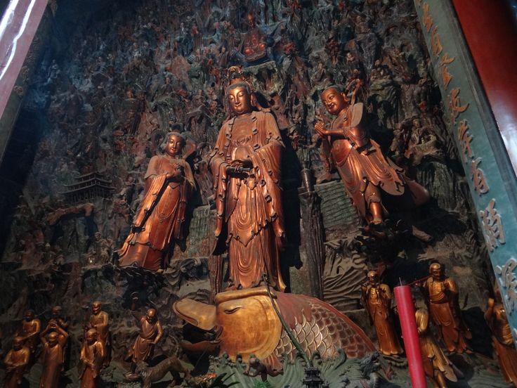 Lingyin Temple is een boeddhistische tempel gelegen in het noordwesten van Hangzhou. Een bezoek aan de Lingyin Tempel is zeker de moeite waard. #LingyinTemple #Hangzhou