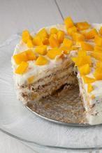 Met maar 4 ingrediënten kan er eigenlijk niets fout gaan. Deze no bake mango taart is zoet, zacht en super makkelijk om te maken. Recept voor 6 personen.