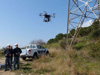 Endesa despliega 14 drones para realizar tareas de revision de líneas de alta tensión. :http://www.xdrones.es/2015/05/endesa-despliega-14-drones-para-realizar-tareas-de-revision-de-lineas-de-alta-tension/