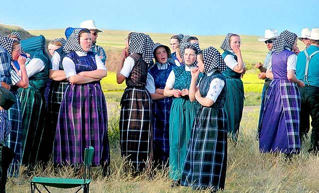 meet the hutterites controversy dress