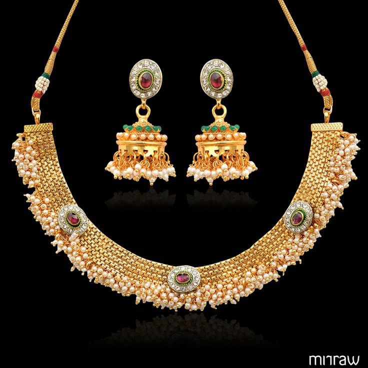 Warm and glowing traditional bridal necklace set