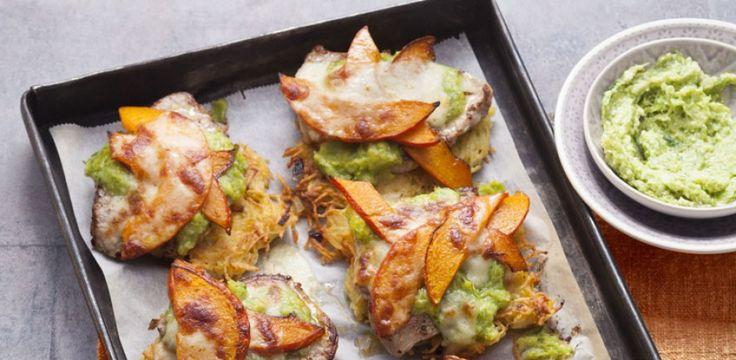 Rösti-Schnitzel mit Kürbis und Lauchpesto /   Raffiniert, würzig und ganz leicht vorzubereiten sind unsere feinen Rösti-Schnitzel aus dem Ofen. Rezept: http://www.meine-familie-und-ich.de/rezepte/roesti-schnitzel-mit-kuerbis-und-lauchpesto