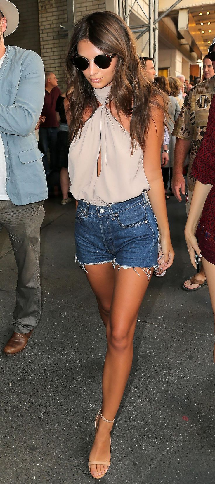 Emily Ratajkowski raised the bar on summer-in-the-city beauty.