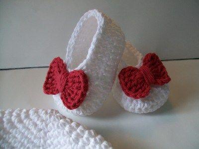 Zapatitos blancos con moño rojo- Crochet-