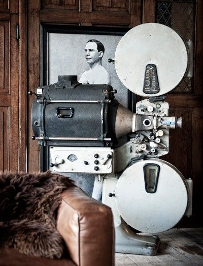 Oude filmprojector - Old cinema projector - #WoonTheater