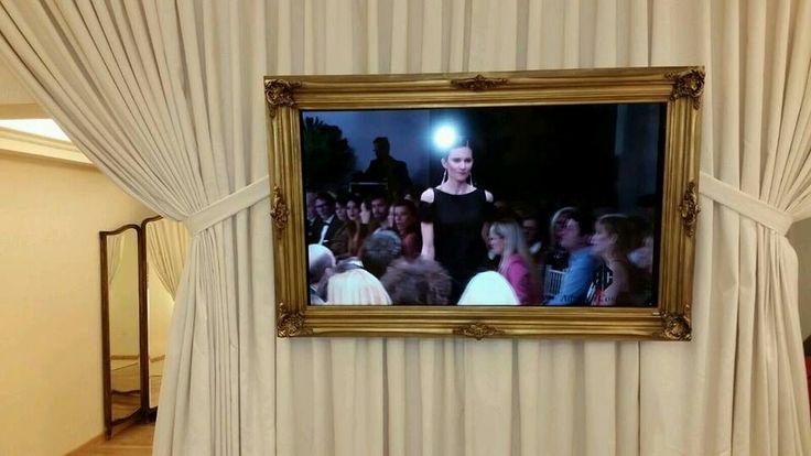 asi quedo el marco para tv ya colocado en el local de Adriana Costantini Galerias Pacifico  https://www.facebook.com/craquele.marcosartesanales