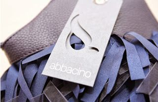 El diseño Abbacino refleja un estilo marcado por su carácter mediterráneo, optimista y colorido. Una visión muy personal de reinterpretar las tendencias vigentes