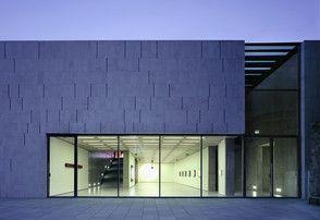 Museum der Moderne Salzburg auf dem Mönchsberg (c)Simone Rosenberg