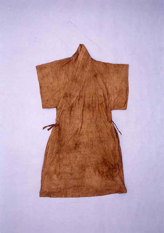 "A moshi (Korean ramie) coat with a straight collar and short sleeves (dapho), from the ""tomb of Go Un (1479-1530), a leading figure representing the Neo-Confucian literati based in the Honam (Jeolla) region during the mid-Joseon Dynasty.... Made of cotton, ramie and silk, the clothes appear to have been worn by Go Un while he was alive."" Important Folklore Cultural Heritage 239."