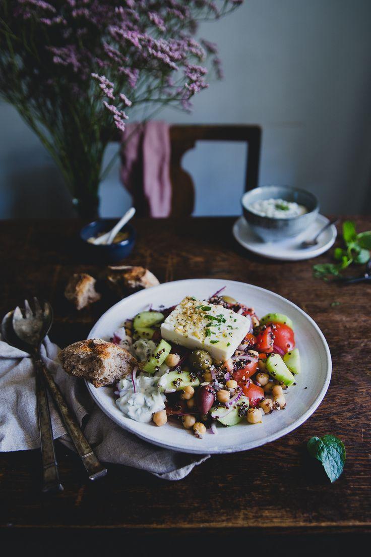 Frilansmåndag + Greksallad med Quinoa, Kikärtor & Myntatzatziki