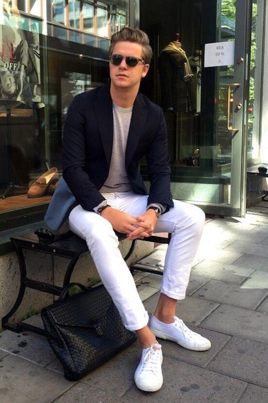 ネイビージャケット,白パンツ,グレーTシャツ、着こなしメンズファッションコーデ