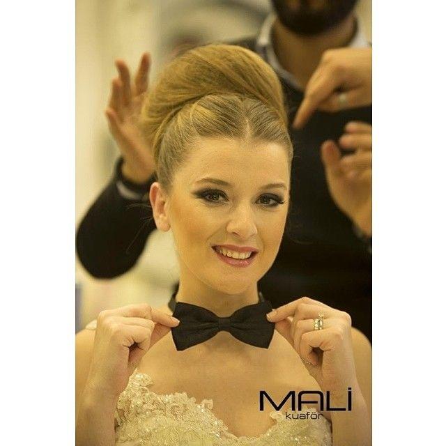 Düğün gününüzde keyifli anları yakalayıp ölümsüzleştirmeyi unutmayın #malikuafor #gelin #gelinolmak #aniyakala #hair #makup #trend #hairdesigner