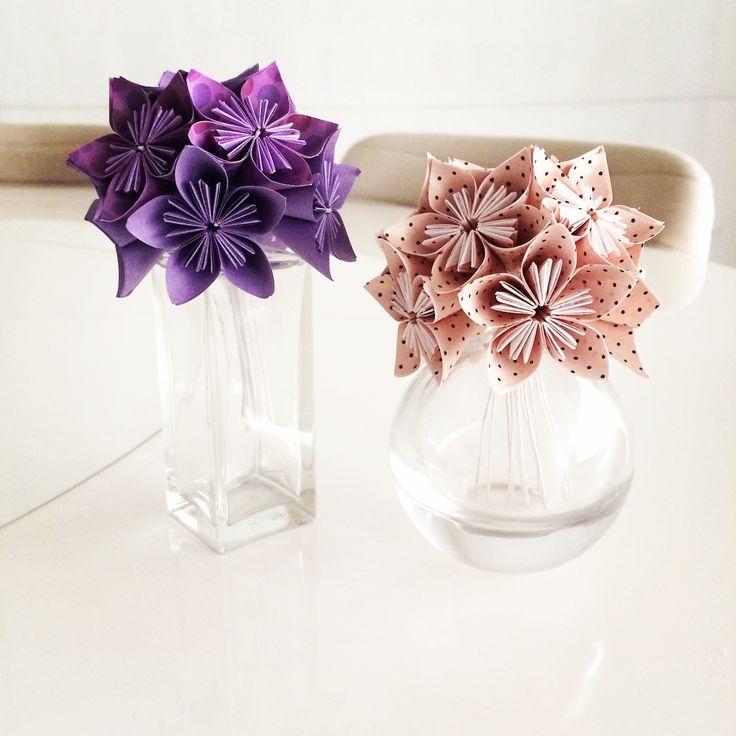 Vasinho de Sakuras. As Sakuras Poá de ontem viraram um vasinho hoje. Gostou? Então veja como comprar em http://casadeorigami.wordpress.com/produtos/