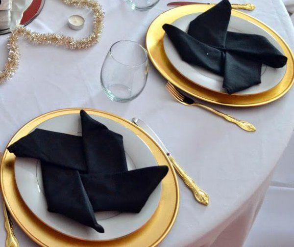 tischdeko schwarz weiß gold servietten falten