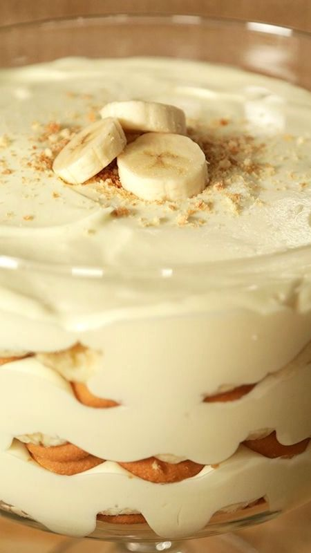 Magnolia Bakery's Famous Banana Pudding Recipe ~ Its a real showstopper... If you haven't tried it, trust us — this is going to easily become your new favorite dessert.