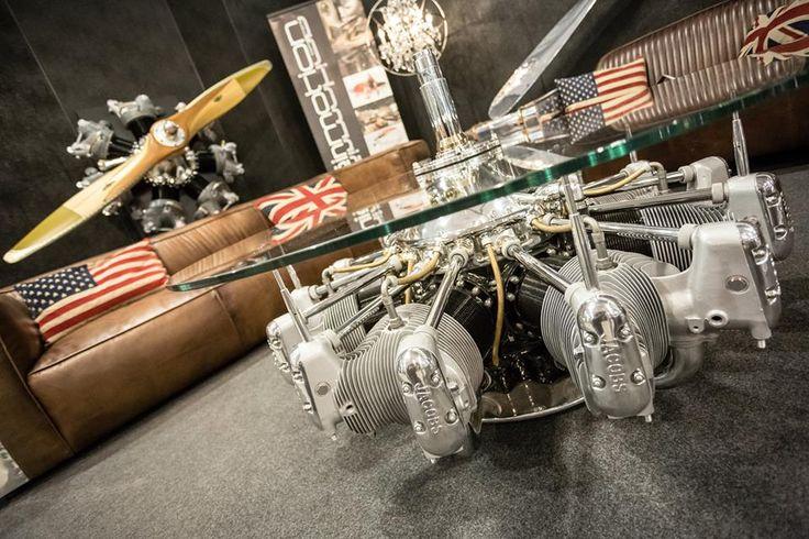 Un tavolino realizzato con pezzi degli aerei Dakota degli anni '40.  #Vintage