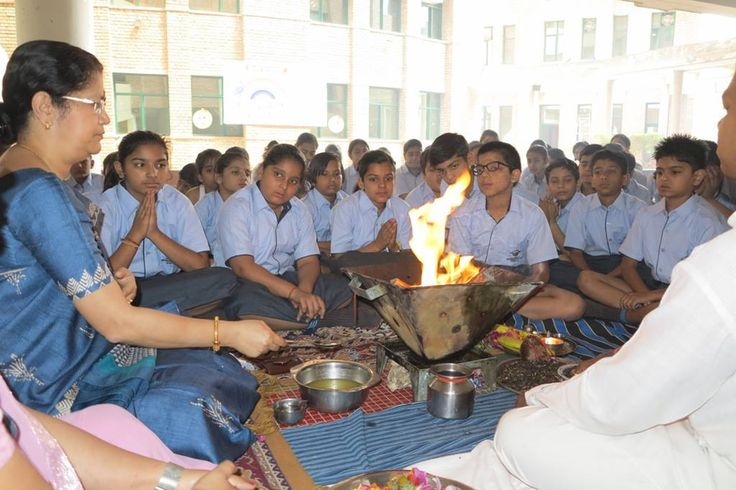 An auspicious beginning of Session 2016-17 with a Hawan by principal staff and the students of the school on 4 April.