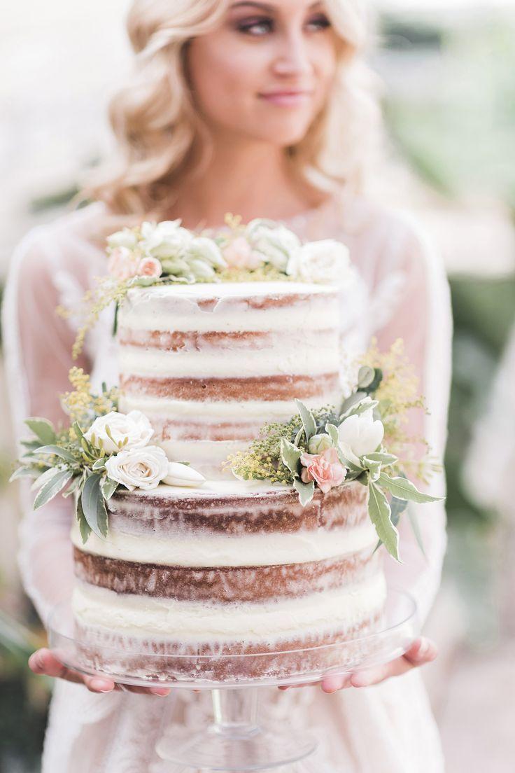 Halbnackte romantische Hochzeitstorte im Gewächshaus, fotografiert von Kaitlin Maree …   – Hochzeitstorte