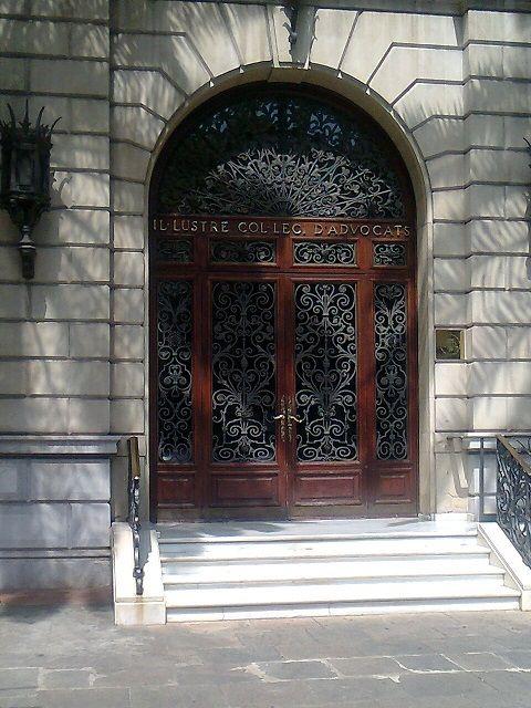 Puerta principal Colegio Abogados Barcelona