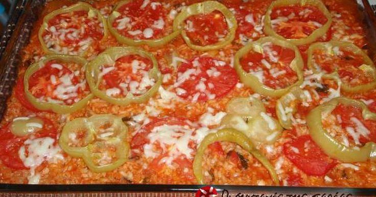 Εξαιρετική συνταγή για Ψευτο-γεμιστά. Σας αρέσουν τα γεμιστά αλλά δεν έχετε χρόνο να αδειάζετε τις ντομάτες, τις πιπεριές, τα κολοκυθάκια; Να ένα τέλειο πανεύκολο φαγάκι που έχει την ίδια ακριβώς γεύση με τα γεμιστά! Το κάνω πολύ συχνά και αρέσει σε όλους, με φετούλα και φρέσκο ψωμάκι.  Λίγα μυστικά ακόμα  Αυτή η συνταγή είναι παραλλαγή από συνταγή του Ηλία Μαμαλάκη. Εγώ χρησιμοποίησα για κολοκυθάκια το μέσα από κολοκύθια γεμιστά που είχα φτιάξει άλλη μέρα. Μπορούμε να βάλουμε κολοκυθάκια…