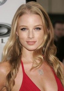 Rachel Nichols Hairstyle, Makeup, Dresses, Shoes and Perfume - http://www.celebhairdo.com/rachel-nichols-hairstyle-makeup-dresses-shoes-and-perfume/