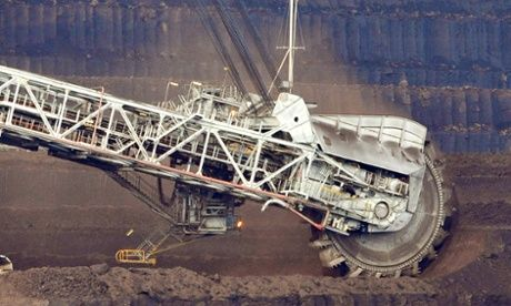 Australia can continue to burn coal, despite UN warning, Greg Hunt says: CSIRO is working on reducing footprint of coal-fired power stations 30% to 50%, environment minister says, but IPCC report urges switch to cleaner power sources.