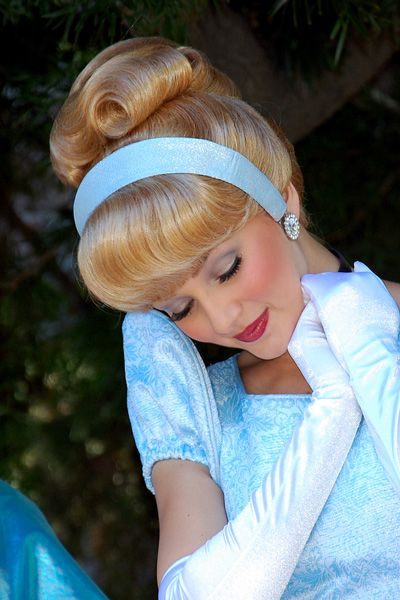 I have to take a picture with Cinderella! My fav. Disney princess