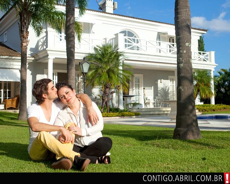 Fiuk e Cristina na casa que ele divide com o pai, Fábio Jr., em Alphaville, São Paulo