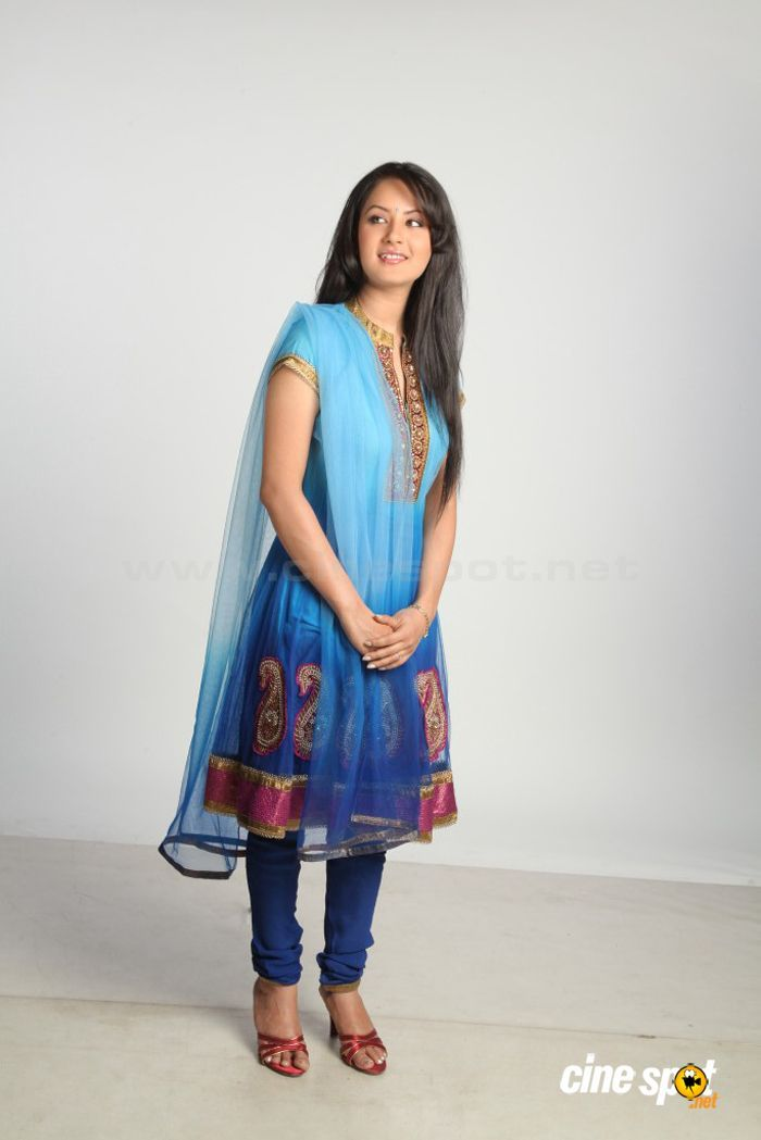 Pooja Bose Latest Stills (27)