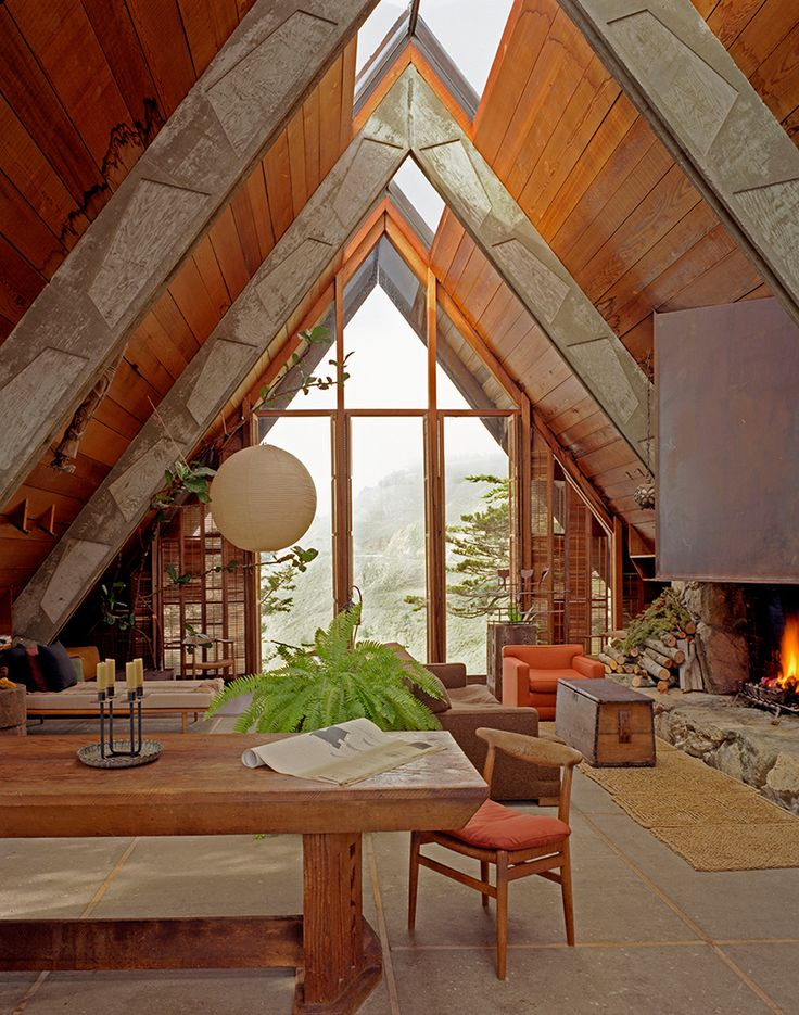 An Architect's HomeThe warm refuge of this California home stands in stark contrast to its rugged surroundings in the Carmel Highlands. In the autumn of 1952, Nathaniel Owings, a founding partner of SOM, scrambled up a stretch of the Big Sur...