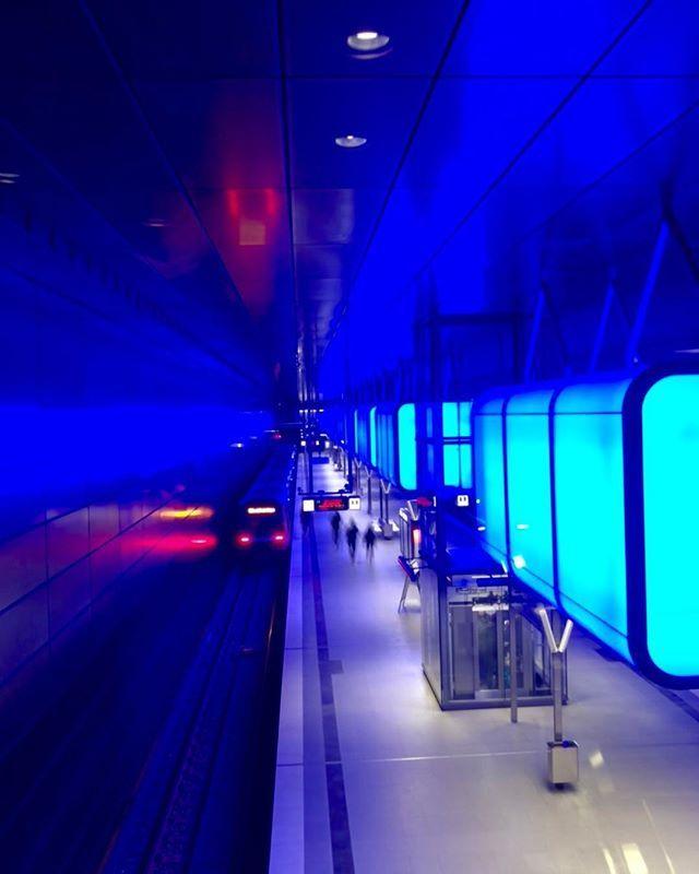 Die Wohl Schonste U Bahn Station Hamburgs Jeweils Zur Vollen Stunde Gibt Es Eine Tolle Lightshow 2018 Hafencity H Fair Grounds Travel Grounds