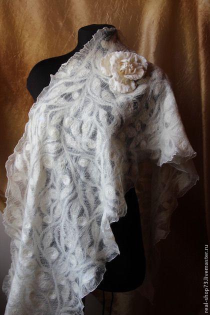 Шали, палантины ручной работы. Ярмарка Мастеров - ручная работа Валяный палантин Нежная зима. Handmade.