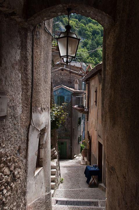 Fekvő, Alley, Lámpa, Borgo, Séta, Régi Házak, Ház, Kő