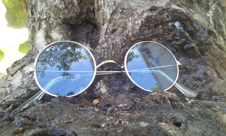€20 Round John Lennon sunglasses. Silver metal frame without nosepads. Lenses made from natural blue glass. Optical frame. Never used from new old stock.