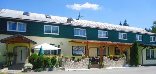 Bayernstern - Ihr Wander- & Wohlfühlhotel Spiegelau Situated opposite Klingenbrunn Train Station, this family-run hotel is peacefully located in the Bavarian Forest. It offers a spa area, free Wi-Fi and traditional rooms with satellite TV.