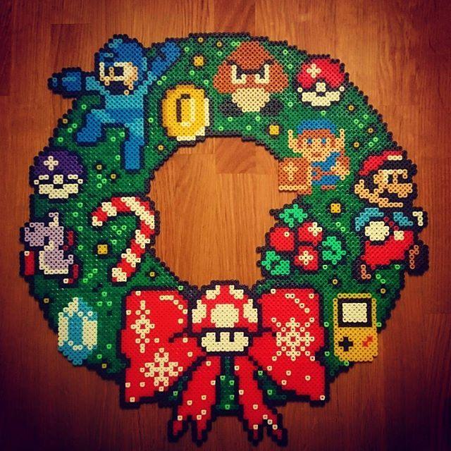 Nintendo christmas wreath perler beads by pxl craft bead sprite pinterest perles - Perle a repasser noel ...